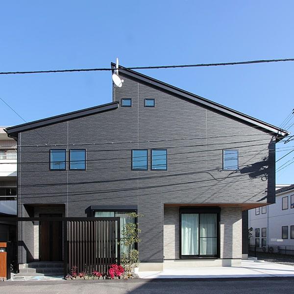 約32坪の狭小地に建てた36坪充実の間取り「暮らしを楽しむ子育て世代の家」